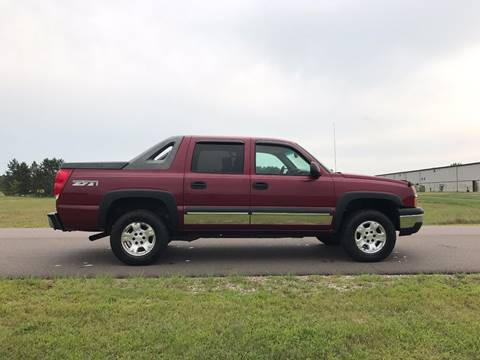 2004 Chevrolet Avalanche for sale in Cambridge, MN