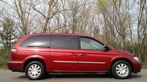2006 Chrysler Town and Country for sale in Cambridge, MN