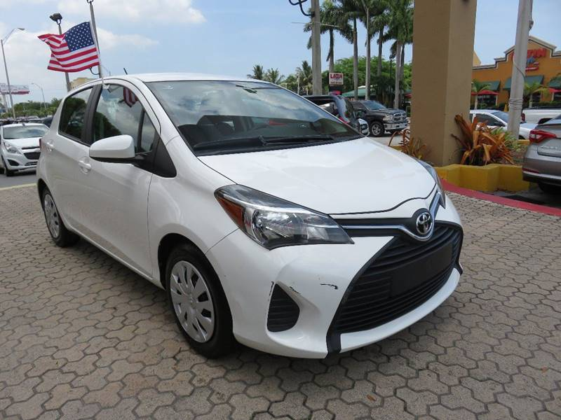 2015 TOYOTA YARIS 5 DOOR LE 4DR HATCHBACK white door handle color - body-color front bumper colo