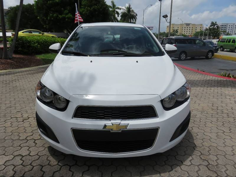 2016 CHEVROLET SONIC LT AUTO 4DR HATCHBACK white door handle color - body-color exhaust tip colo