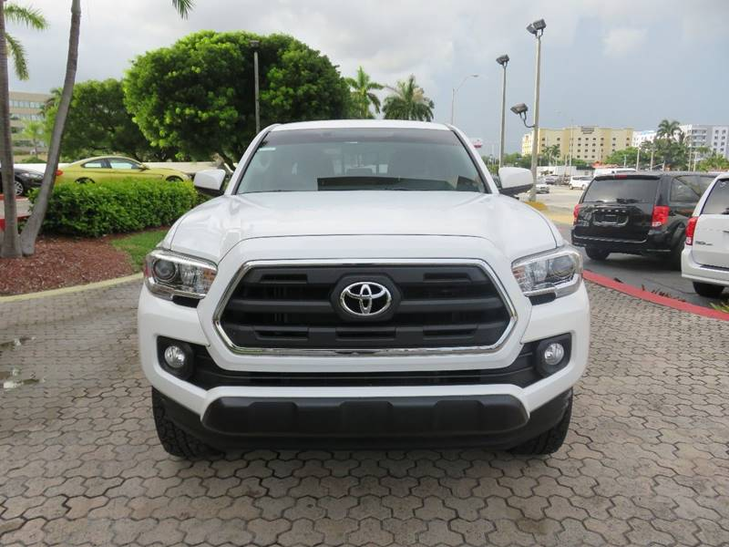 2016 TOYOTA TACOMA SR5 V6 4X4 4DR DOUBLE CAB 50 FT white xp model two tone  running boards roc