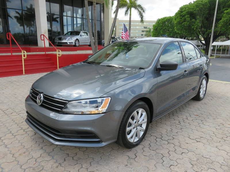 2015 VOLKSWAGEN JETTA SE PZEV 4DR SEDAN 6A WCONNECTIV charcoal the showroom miami is a family own