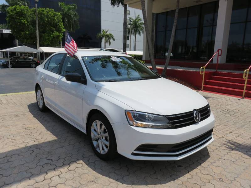 2015 VOLKSWAGEN JETTA SE PZEV 4DR SEDAN 6A WCONNECTIV white the showroom miami is a family owned