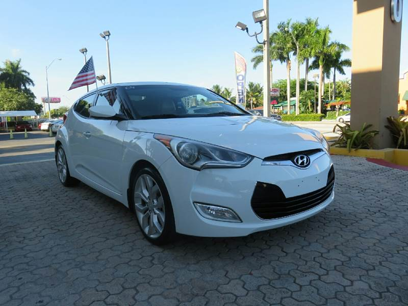 2013 HYUNDAI VELOSTER BASE 3DR COUPE white the showroom miami is a family owned first class used