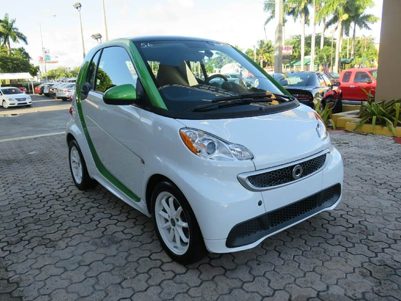 2014 SMART FORTWO PASSION ELECTRIC DRIVE 2DR HATCH white the showroom miami is a family owned fir