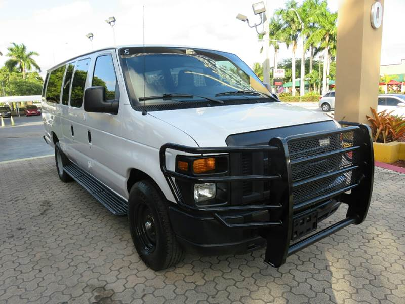 2013 FORD E-SERIES WAGON E-350 SD XLT 3DR EXTENDED PASSEN white the showroom miami is a family ow