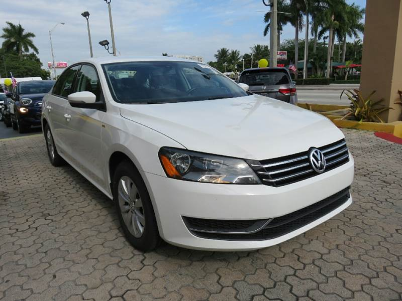 2015 VOLKSWAGEN PASSAT S PZEV 4DR SEDAN 6A white the showroom miami is a family owned first clas