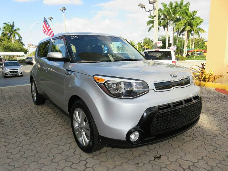 2016 KIA SOUL  4DR WAGON silver the showroom miami is a family owned first class used car deale