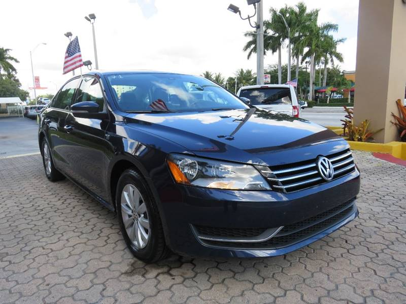 2015 VOLKSWAGEN PASSAT S PZEV 4DR SEDAN 6A blue body side moldings - body-color door handle colo