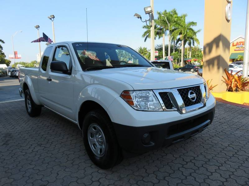 2014 NISSAN FRONTIER SV 4X2 4DR KING CAB 61 FT SB P white pickup bed light door handle color -