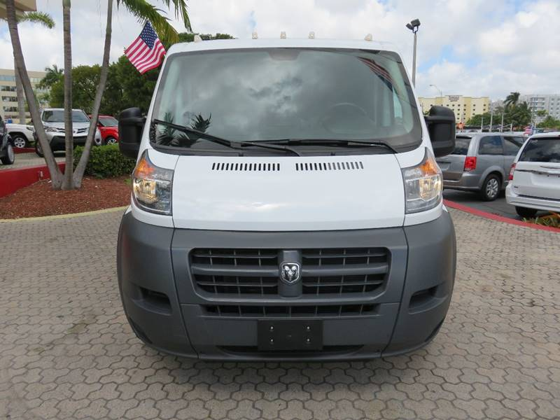 2015 RAM PROMASTER CARGO 1500 136 WB 3DR LOW ROOF CARGO V white body side moldings - black door