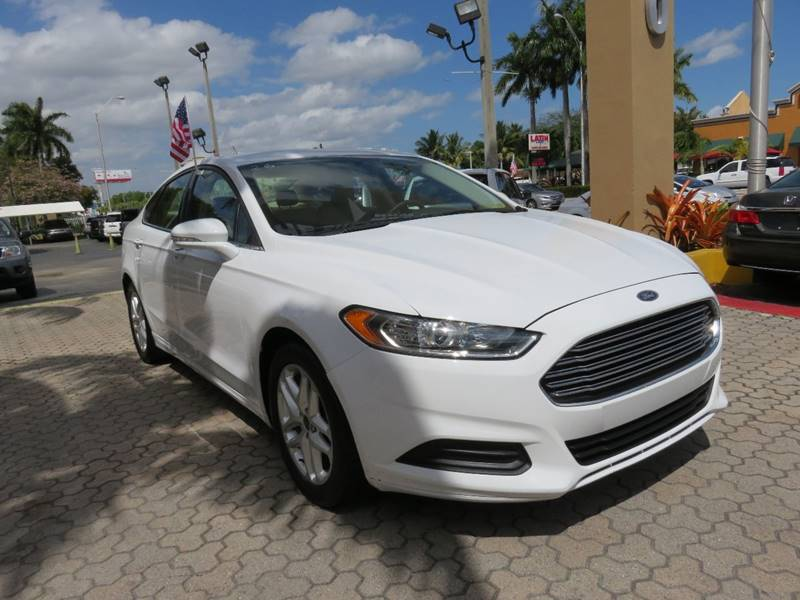 2015 FORD FUSION SE 4DR SEDAN white door handle color - body-color exhaust tip color - chrome f