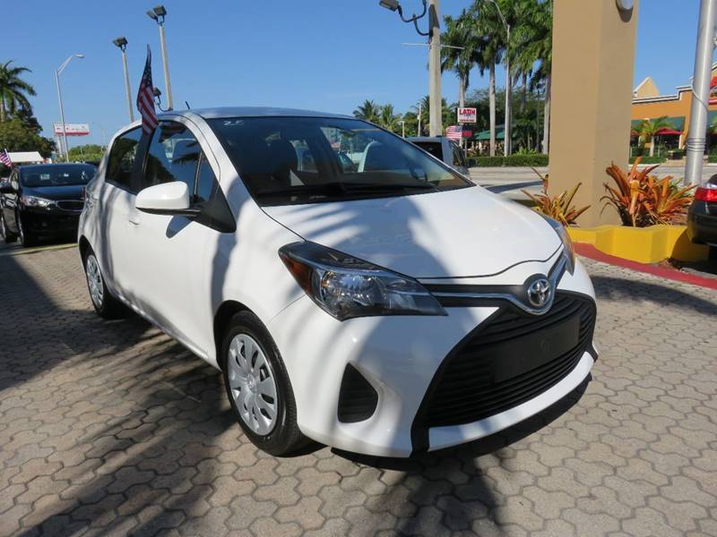 2015 TOYOTA YARIS 5-DOOR LE 4DR HATCHBACK white door handle color - body-color front bumper colo