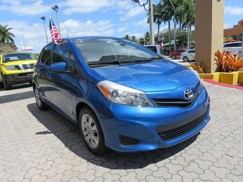 2013 TOYOTA YARIS 5-DOOR LE 4DR HATCHBACK blue door handle color - body-color front bumper color