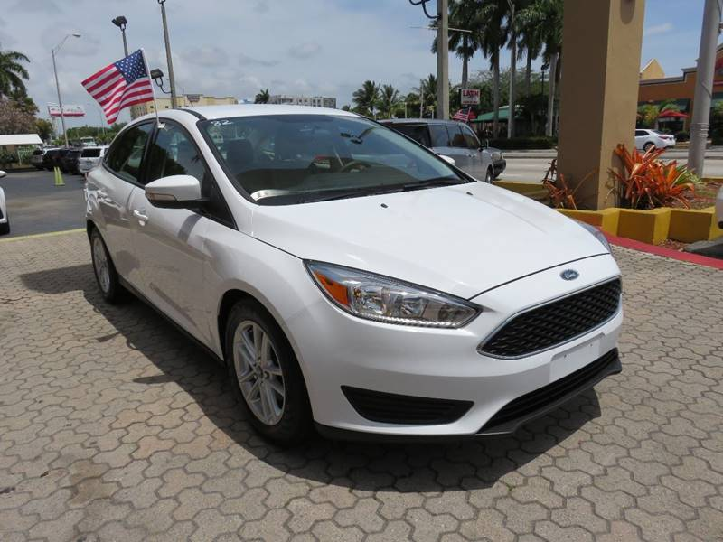 2016 FORD FOCUS SE 4DR SEDAN white active grille shutters door handle color - body-color front