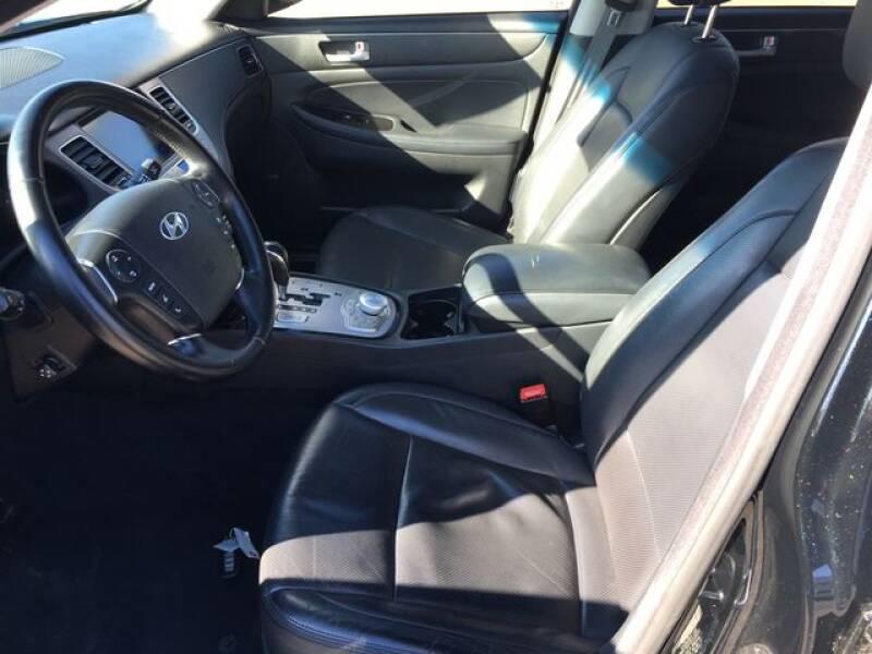 2013 Hyundai Genesis 3.8L (image 25)
