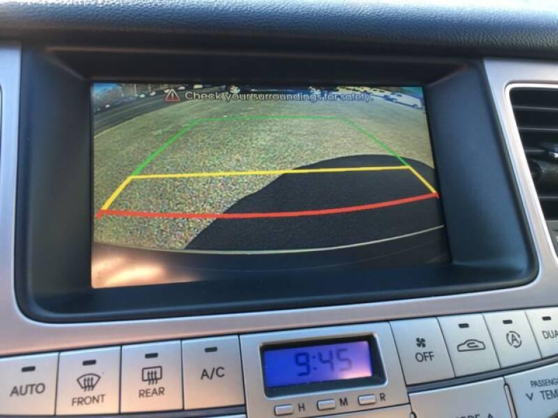 2013 Hyundai Genesis 3.8L (image 18)