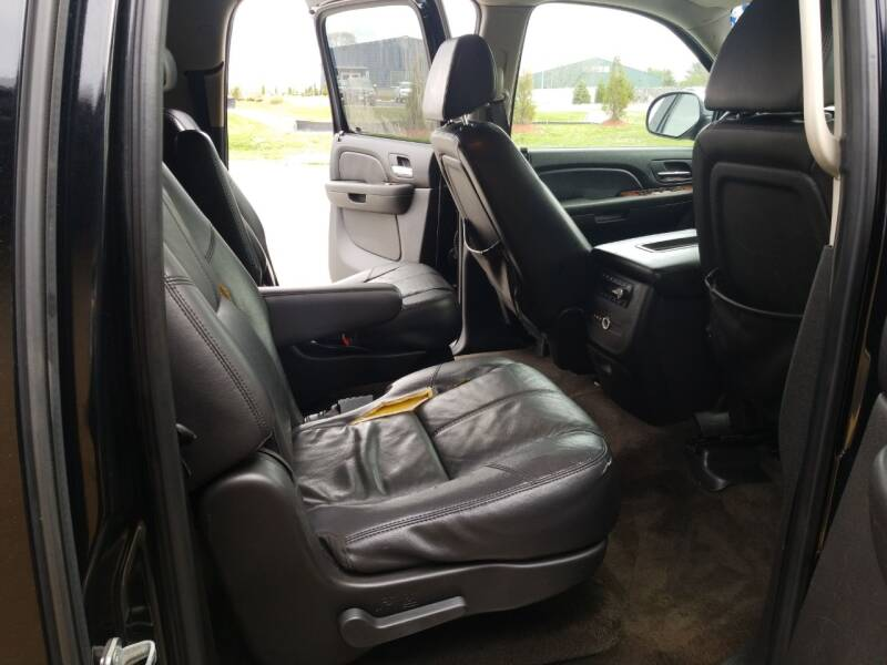 2008 Chevrolet Suburban LTZ 1500 (image 14)