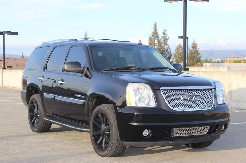 2007 GMC YUKON DENALI AWD 4DR SUV black running boards - step grille color - chrome center cons