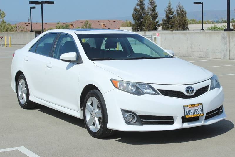 2012 TOYOTA CAMRY SE 4DR SEDAN white door handle color - body-color exhaust tip color - chrome
