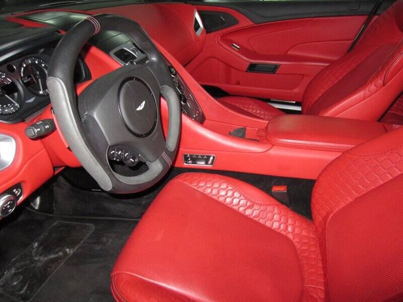 2014 Aston Martin Vanquish 9