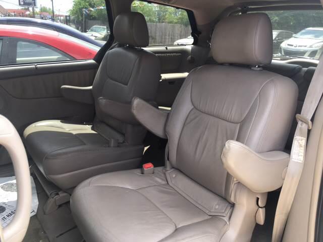 2006 Toyota Sienna XLE Limited 7-Passenger 4dr Mini-Van - San Antonio TX