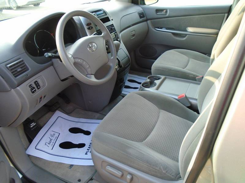 2006 Toyota Sienna LE 7-Passenger 4dr Mini-Van - Fairfield IA