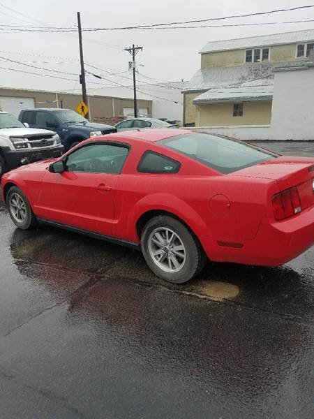 2005 Ford Mustang V6 Deluxe 2dr Coupe - Clay Center KS
