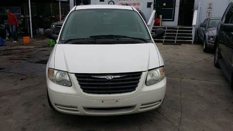 2007 Chrysler Town and Country for sale at Dubik Motor Company in San Antonio TX