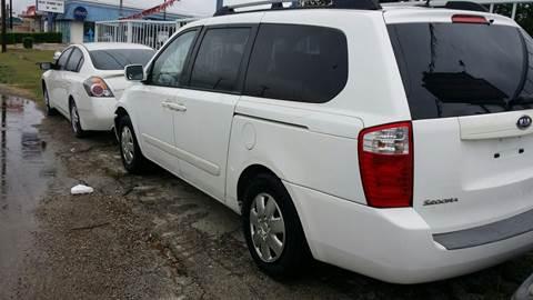 2009 Kia Sedona for sale at Dubik Motor Company in San Antonio TX