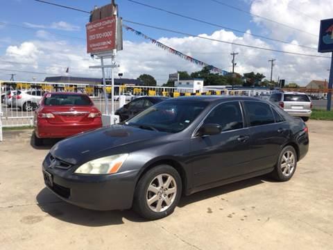 2005 Honda Accord for sale at Dubik Motor Company in San Antonio TX