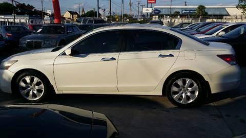 2008 Honda Accord for sale at Dubik Motor Company in San Antonio TX