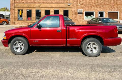 2001 Chevrolet S-10 for sale at Car Corral in Tyler MN