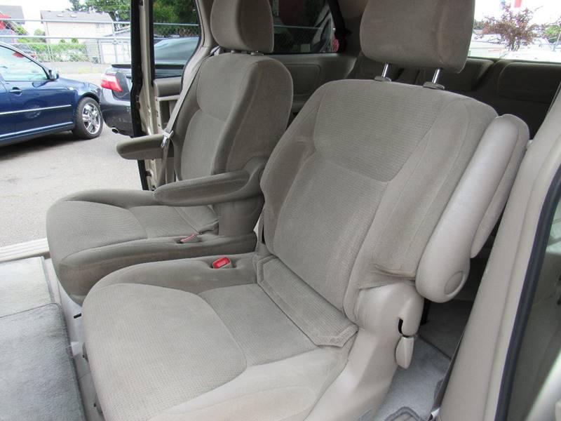 2004 Toyota Sienna LE 7-Passenger 4dr Mini-Van - Portland OR
