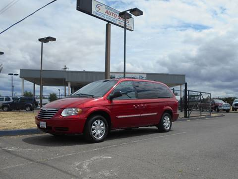 2005 Chrysler Town and Country for sale in Albany, OR
