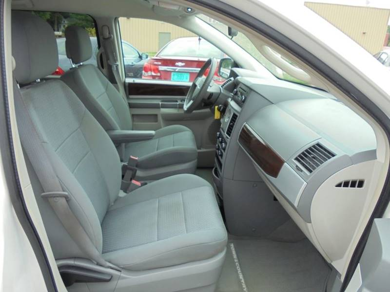 2010 Chrysler Town and Country Touring 4dr Mini-Van - Rushville IL