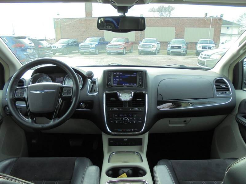 2014 Chrysler Town and Country 30th Anniversary 4dr Mini-Van - Rushville IL