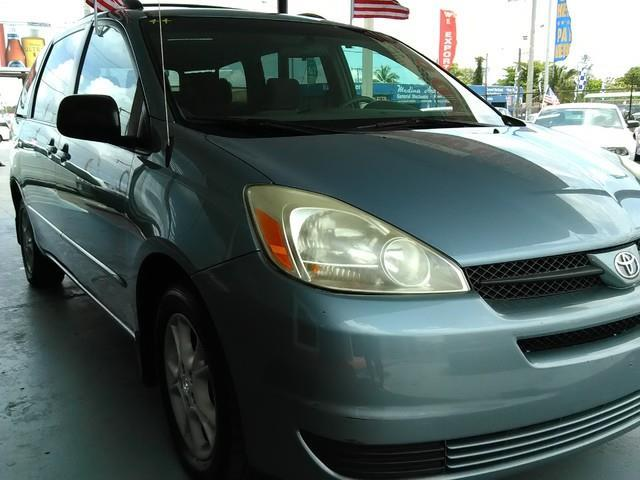 2005 TOYOTA SIENNA LE 7 PASSENGER AWD 4DR MINI VAN blue mirage metallic call us and make an offer