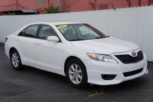 2011 TOYOTA CAMRY LE 4DR SEDAN 6A white linstant financing with approved credit one owner hi