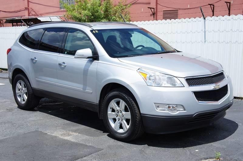2011 CHEVROLET TRAVERSE LT 4DR SUV W1LT silver this is a great car6 cylinder engine bluetoo