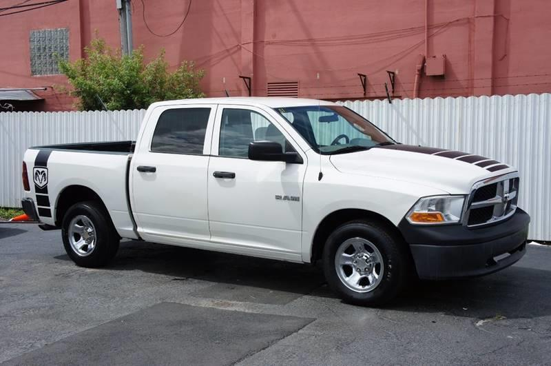 2009 DODGE RAM PICKUP 1500 ST 4X2 4DR CREW CAB 55 FT SB P white the 2009 dodge ram pickup 1500