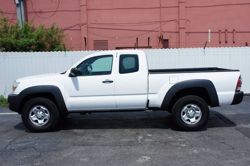 2010 TOYOTA TACOMA V6 4X4 4DR ACCESS CAB 61 FT SB white the toyota tacoma prerunner will provide