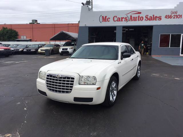 2008 CHRYSLER 300 LX 4DR SEDAN white the 2008 chrysler 300 and 300c models are good people-hauler