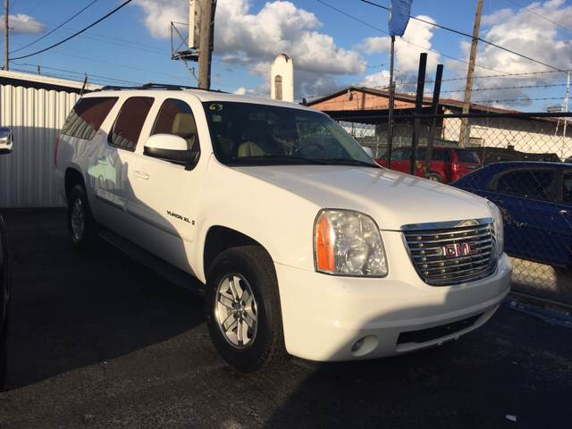 2008 GMC YUKON XL SLT 1500 4X2 4DR SUV W 4SA white this is a great vehicle best of both worlds
