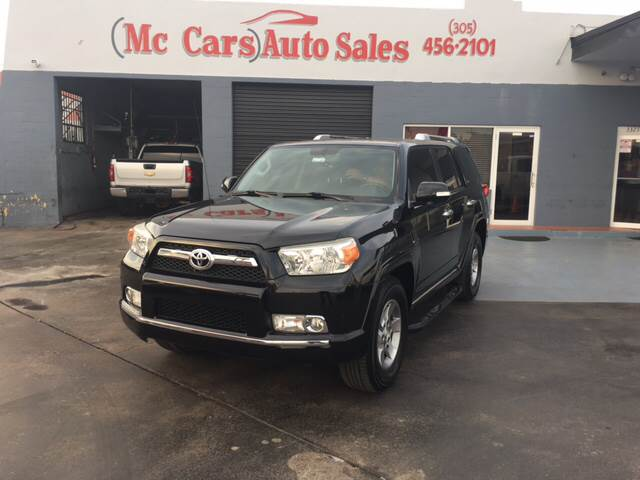 2010 TOYOTA 4RUNNER SR5 4X2 4DR SUV 40L V6 black the front windshield is in excellent conditio