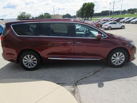 2017 Chrysler Pacifica for sale in Waverly IA