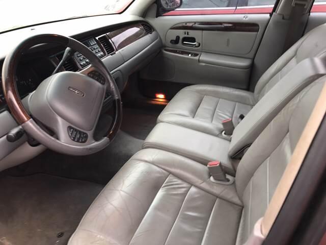 2002 Lincoln Town Car Signature 4dr Sedan - Denison TX