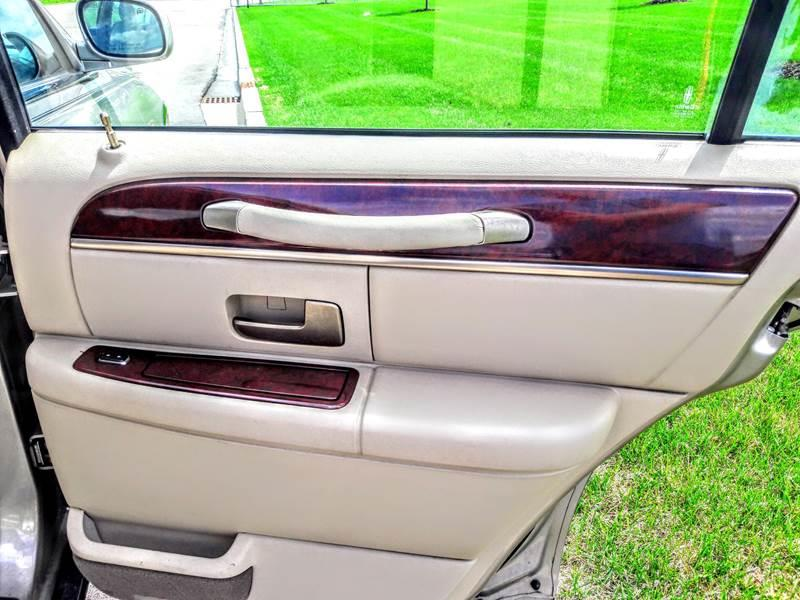 2003 Lincoln Town Car Executive 4dr Sedan In Schaumburg Il