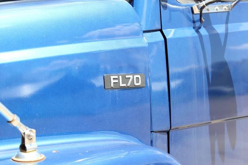 2001 Freightliner FL 70  - Isanti MN