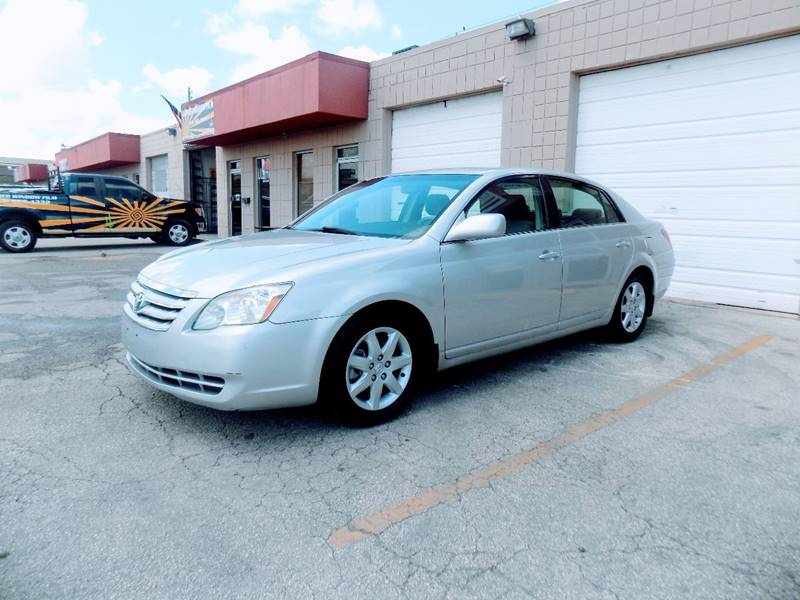 2005 Toyota Avalon for sale at CTN MOTORS in Houston TX